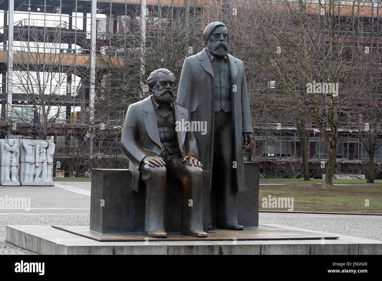 monument berlin capital socialists karl marx friedrich engels philosophen - Stock Image