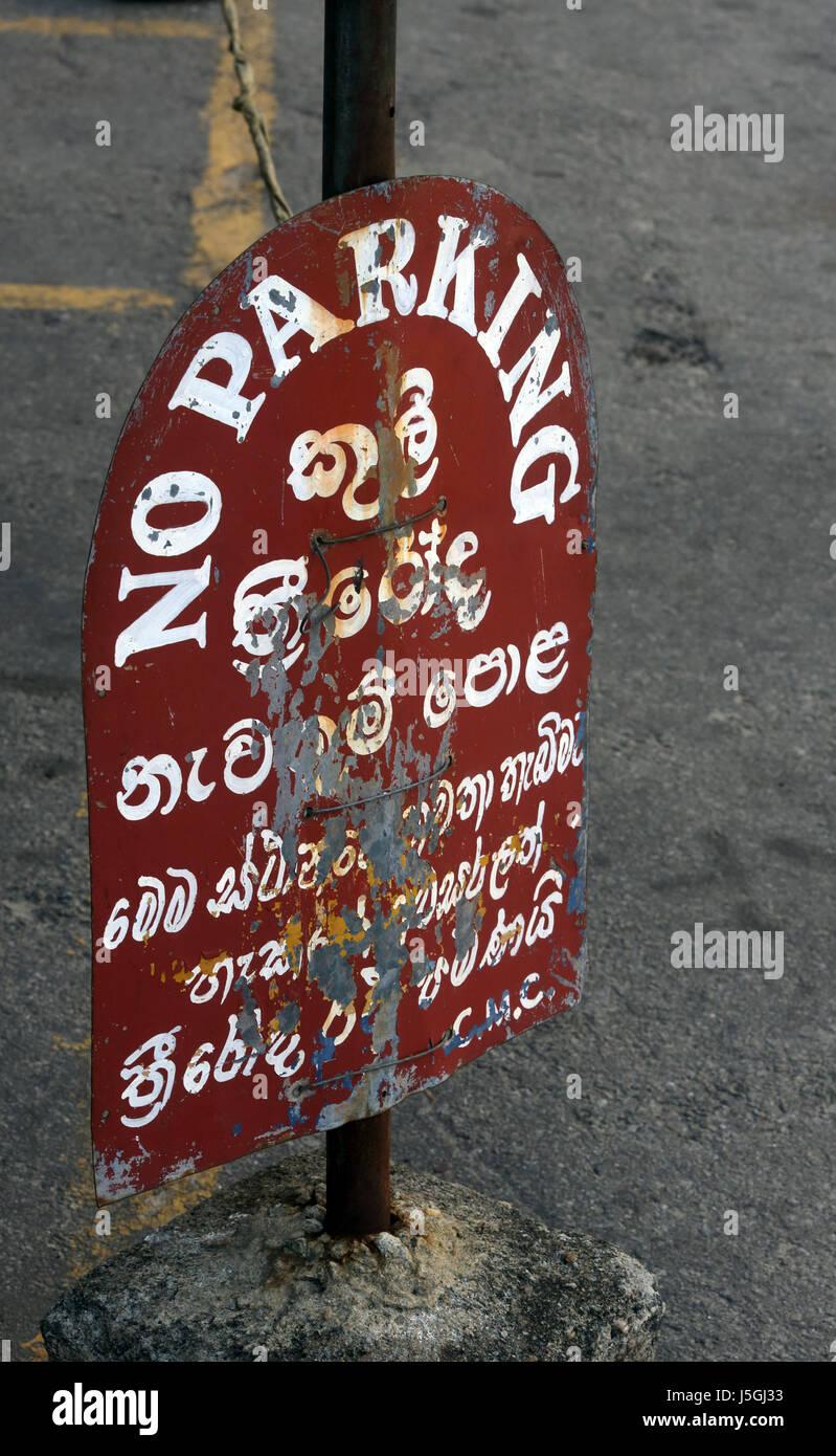 Fort Colombo Sri Lanka Old Multilingual No Parking Sign - Stock Image