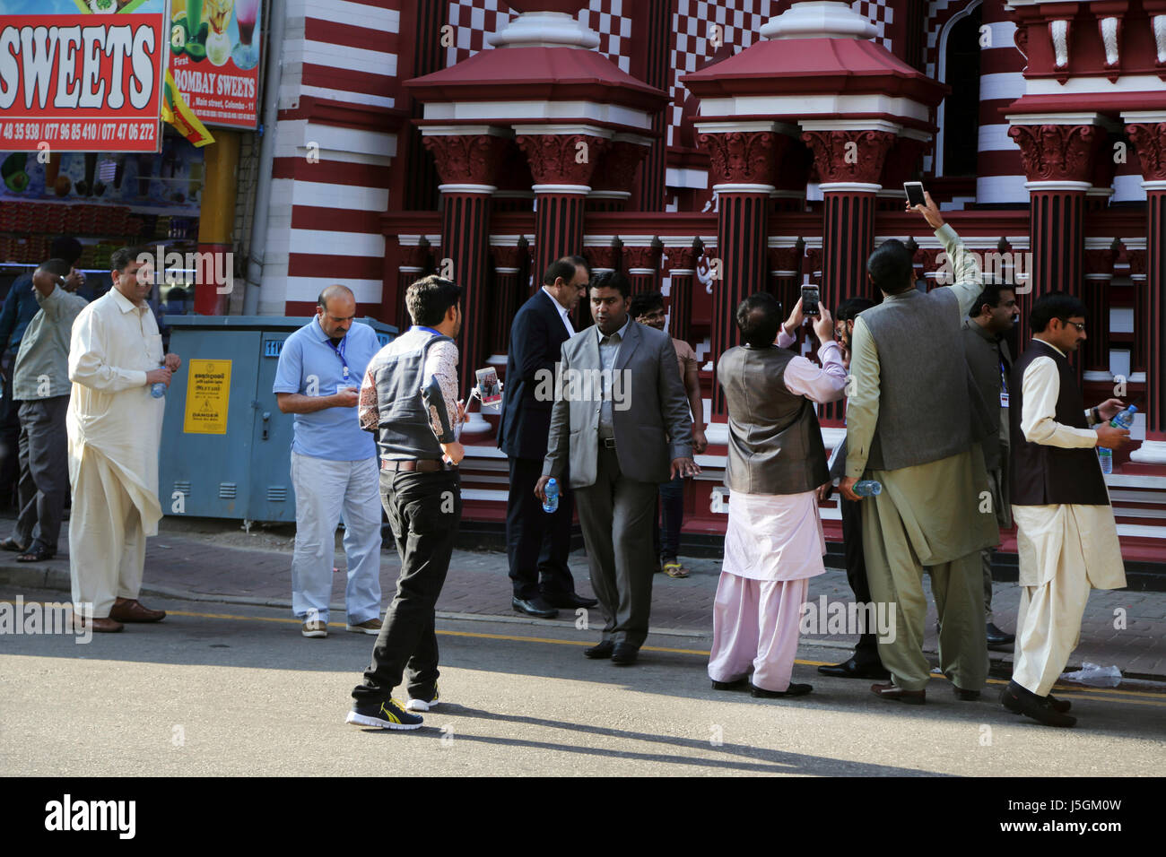 jami-ul-alfar mosque pettah colombo sri lanka islamic tourists taking photographs with their smart phones - Stock Image