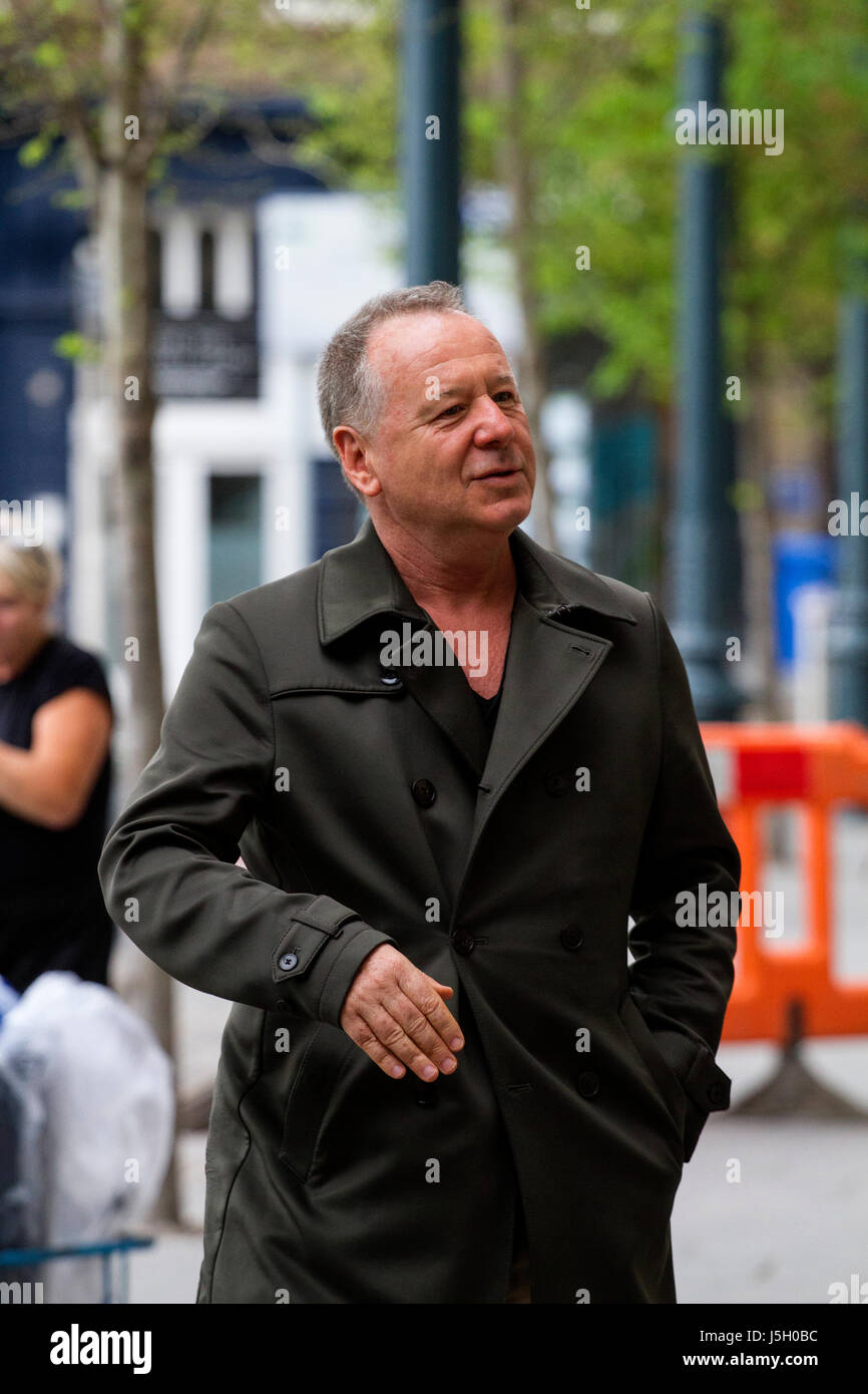 Dundee,Tayside, Scotland, UK. 17th May, 2017. 1980`s rock group Simple Minds arrive in Dundee for the start of their Stock Photo