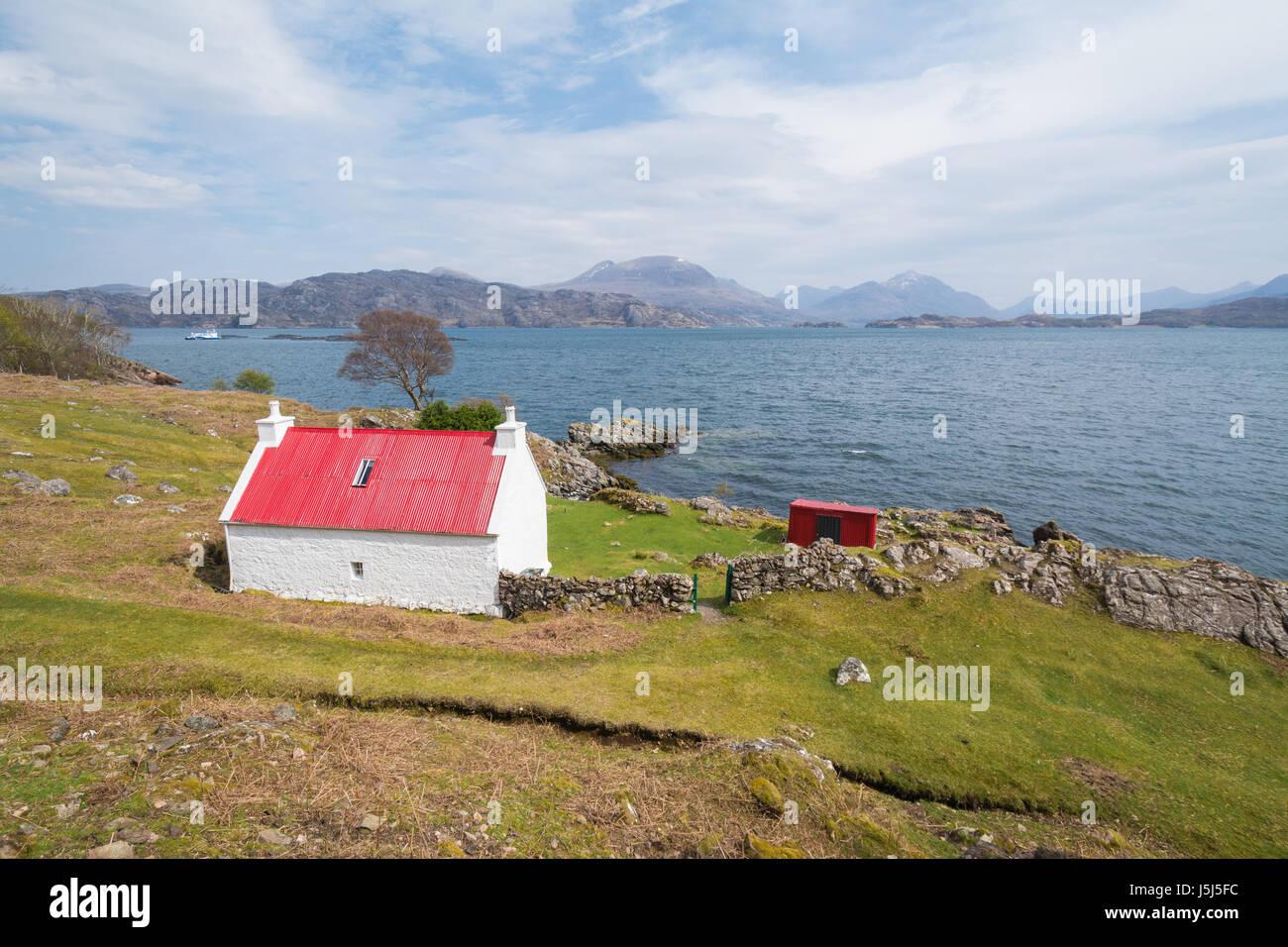 white cottage red roof on North Coast 500 route - Loch Shieldaig, near Ardheslaig, Torrison, Highland, Scotland - Stock Image