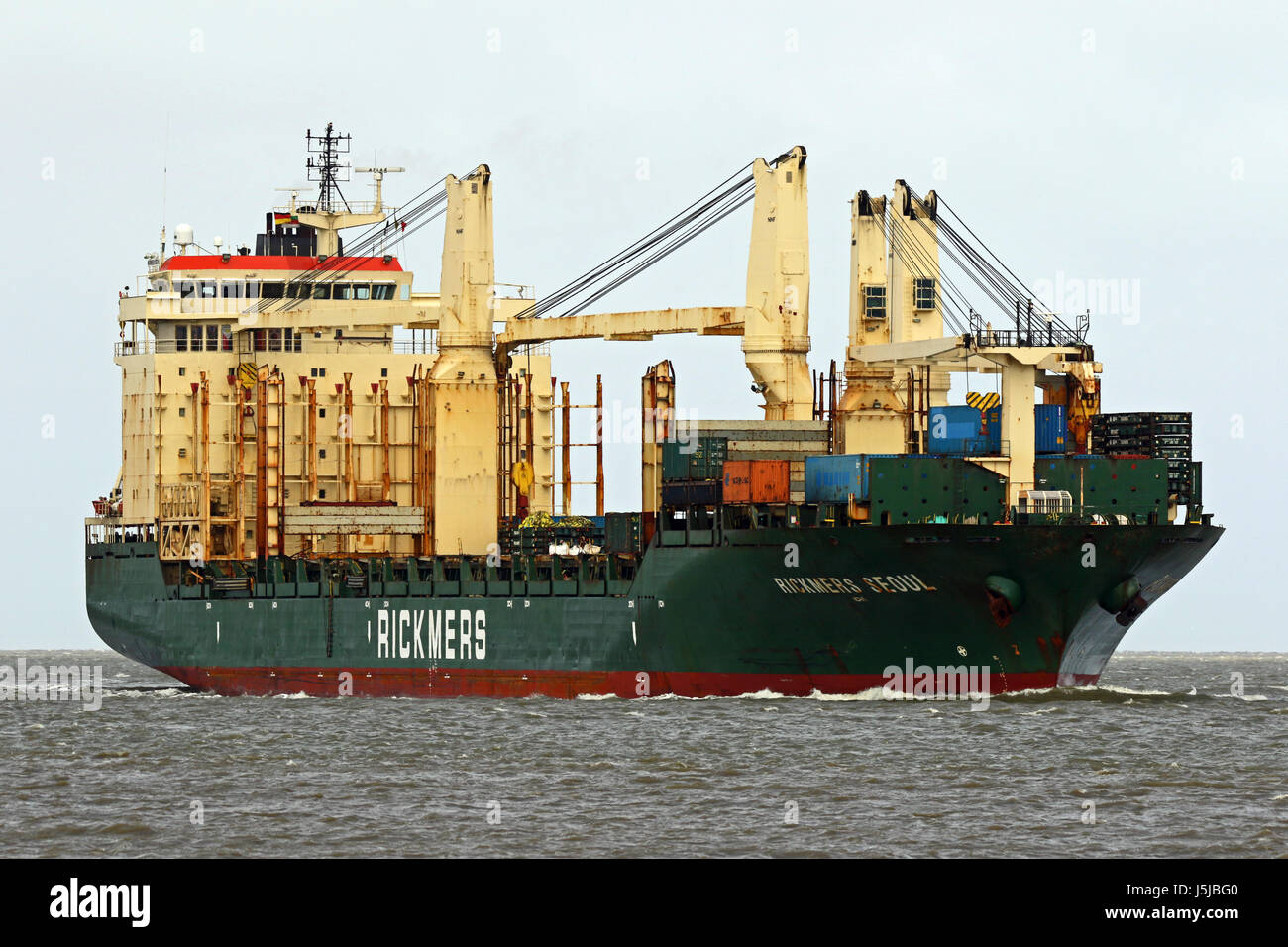 The general cargo ship Rickmers Seoul passes the port of Cuxhaven on the Elbe on 13 April 2017. - Stock Image
