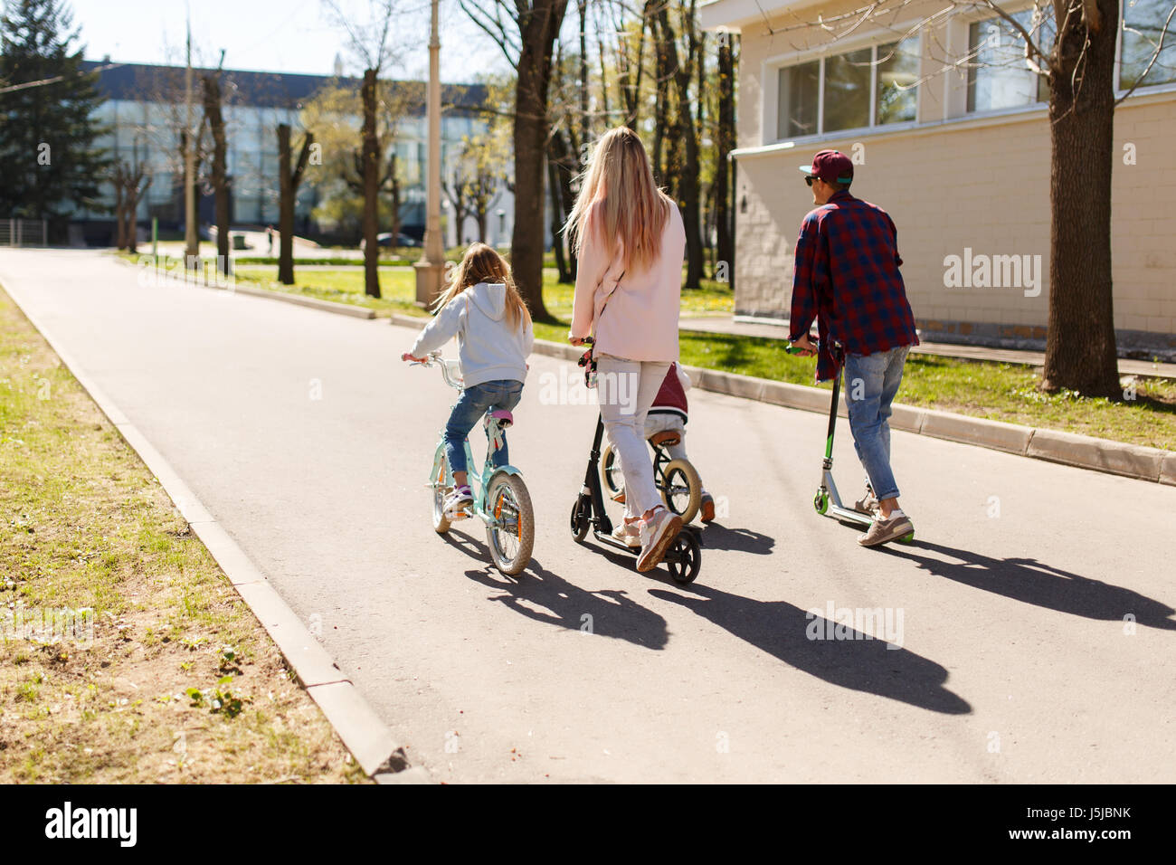 Couple with children on bicycles - Stock Image