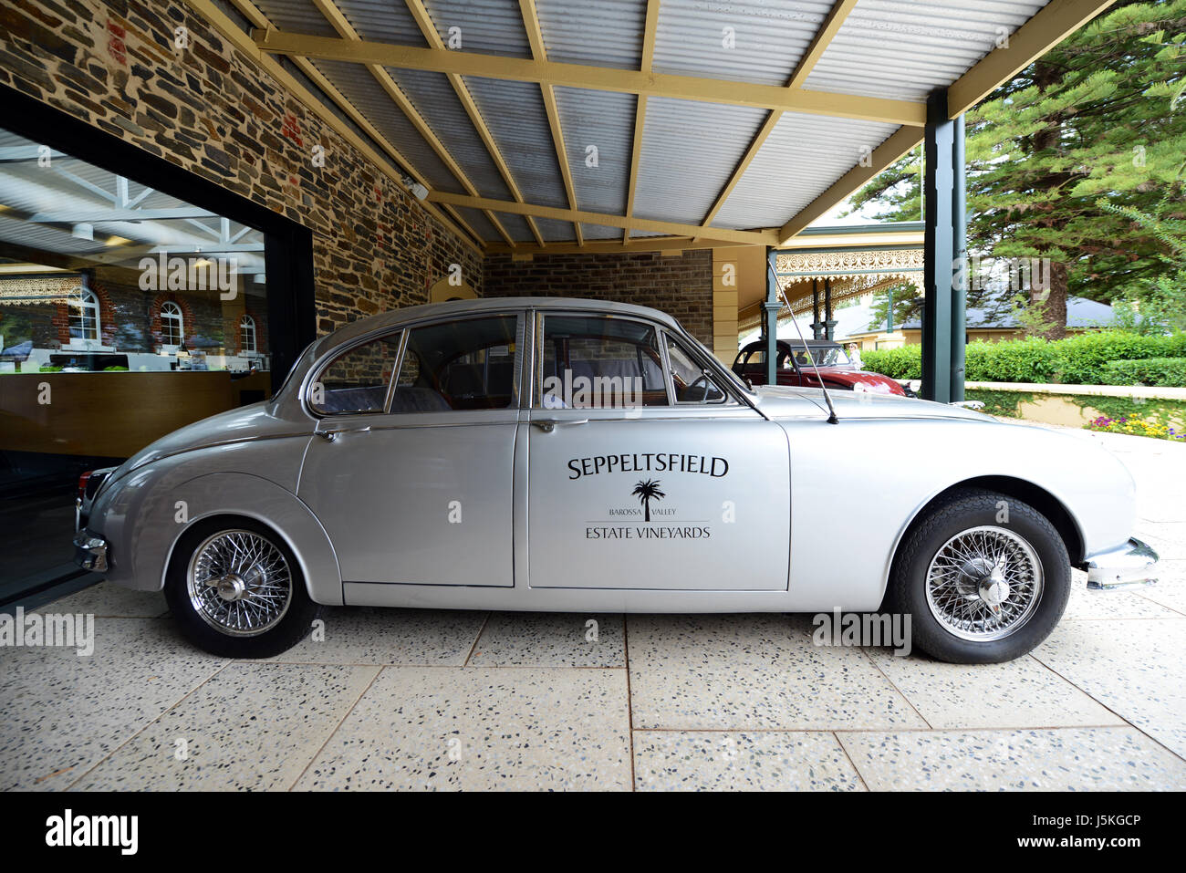 Old classical cars at the Seppeltsfield wine estate Stock Photo ...