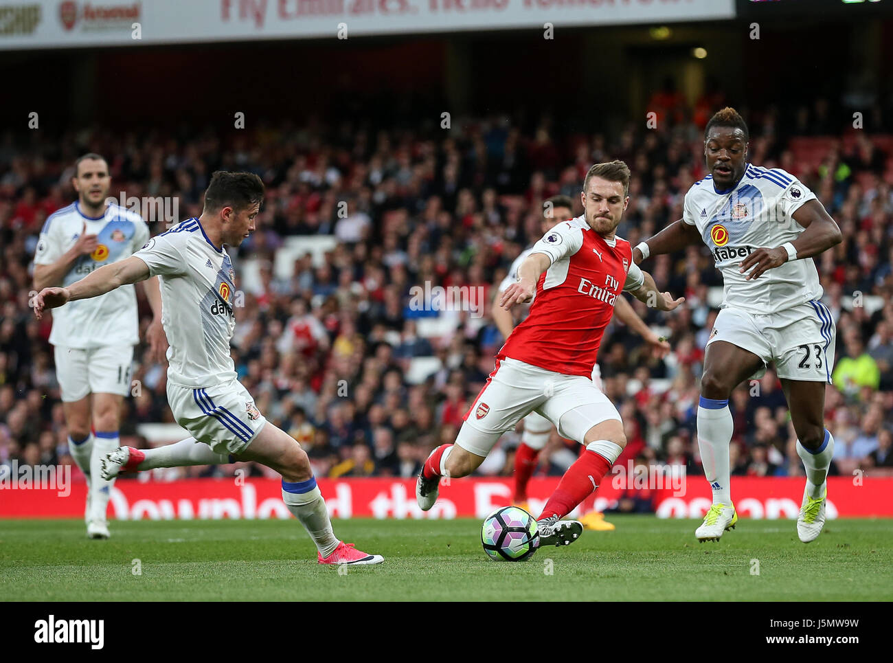 Aaron Ramsey of Arsenal shapes to shoot during the Premier League match between Arsenal and Sunderland AFC at the - Stock Image