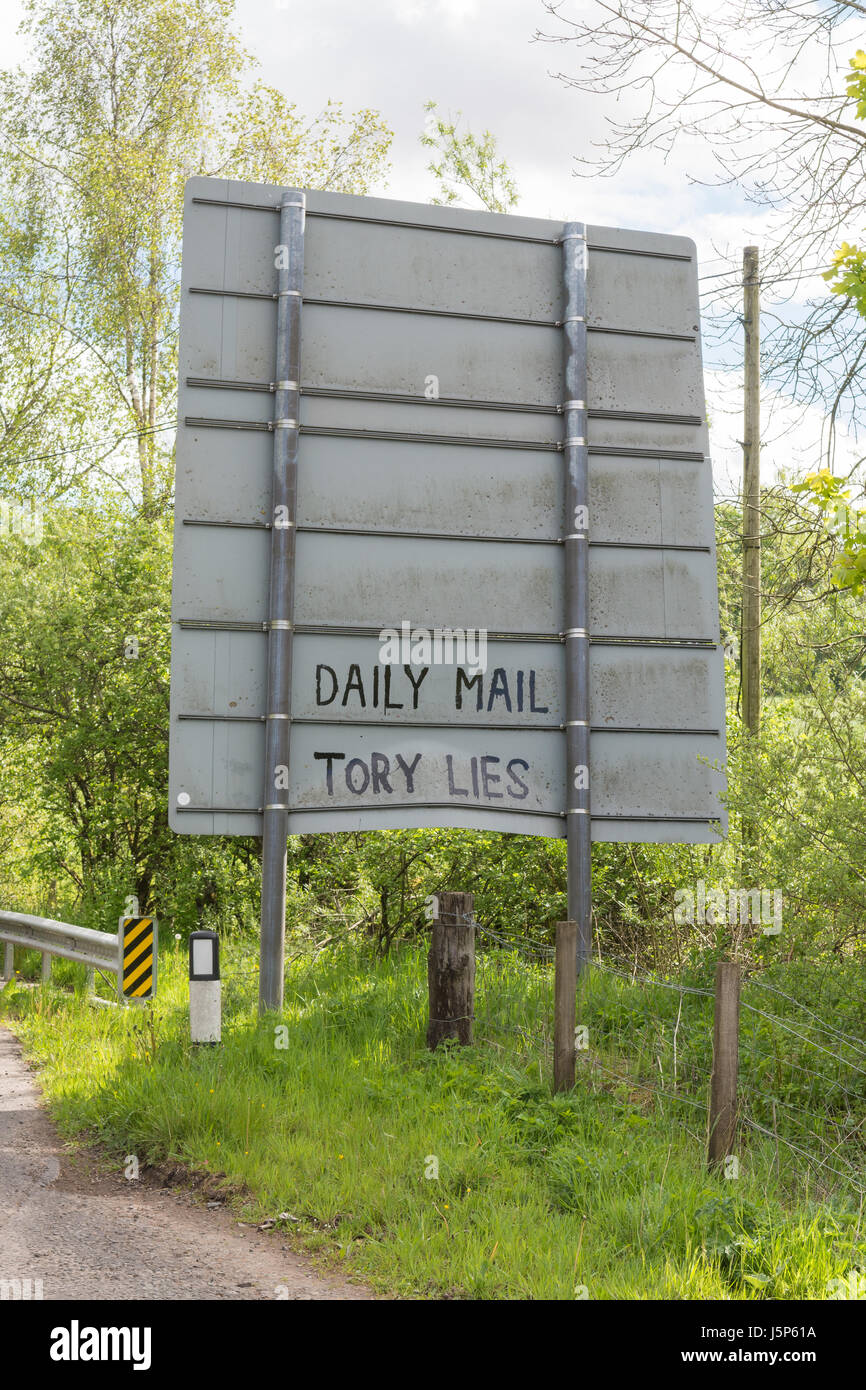 Political graffiti on back of road sign - Daily Mail Tory Lies - anti Daily Mail Newspaper and Conservative party - Stock Image