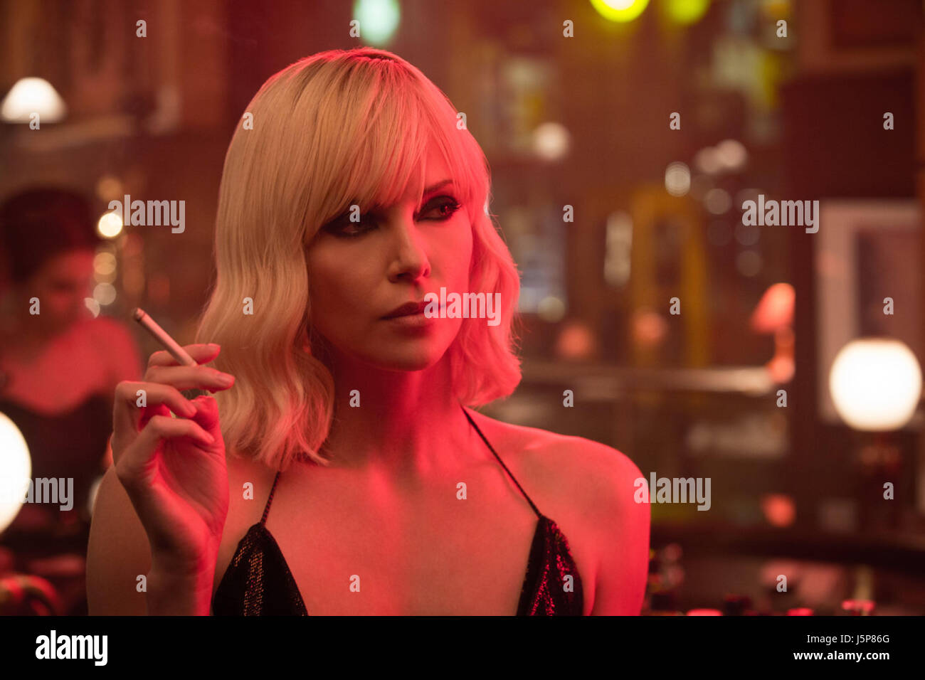 ATOMIC BLONDE (2017)  CHARLIZE THERON  DAVID LEITCH (DIR)  UNIVERSAL PICTURES/MOVIESTORE COLLECTION LTD - Stock Image