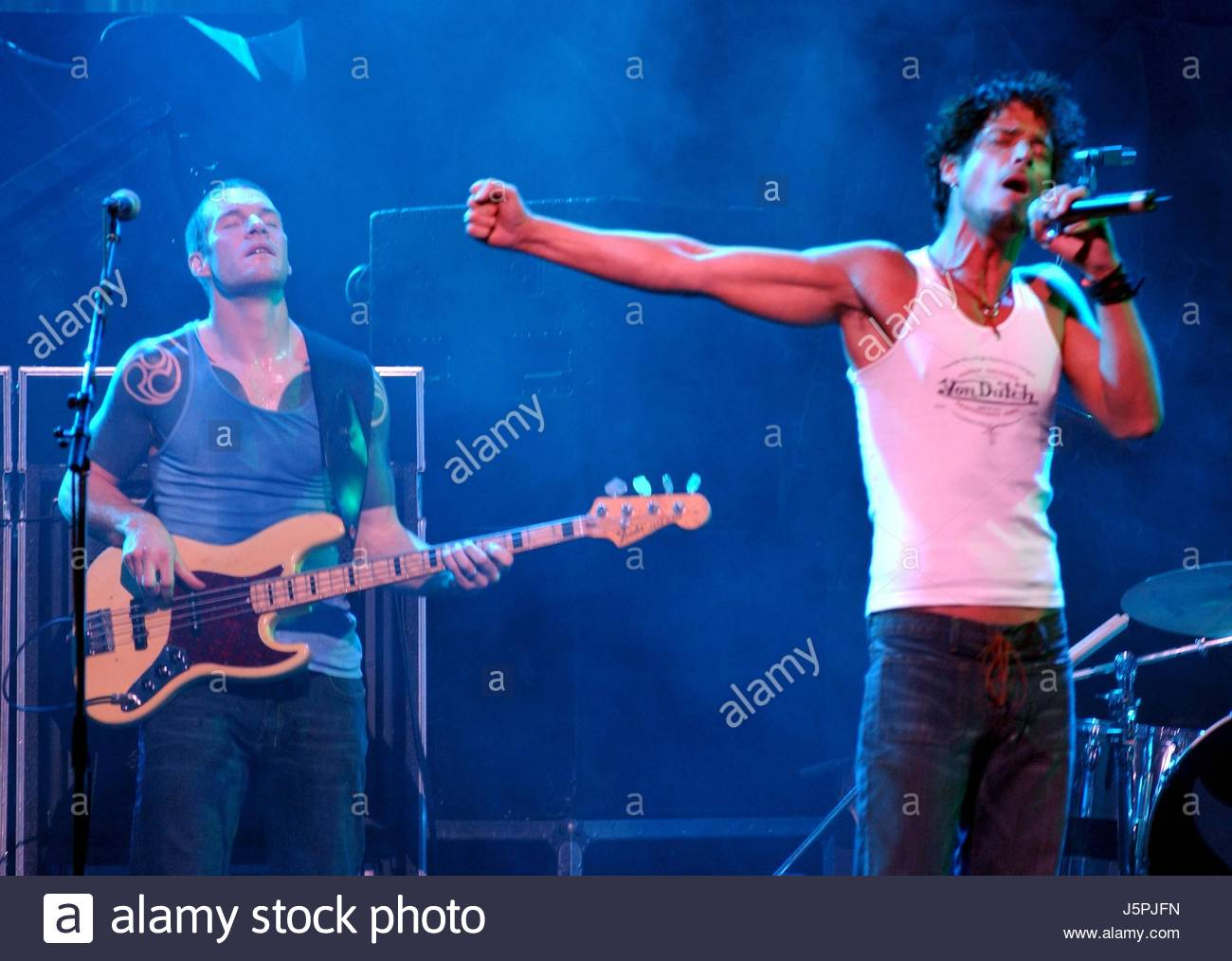 Kroq Almost Acoustic Christmas 2021 11 7 02 Audioslave Perform At The Kroq Almost Acoustic Christmas Credit Rtswift Mediapunch Stock Photo Alamy
