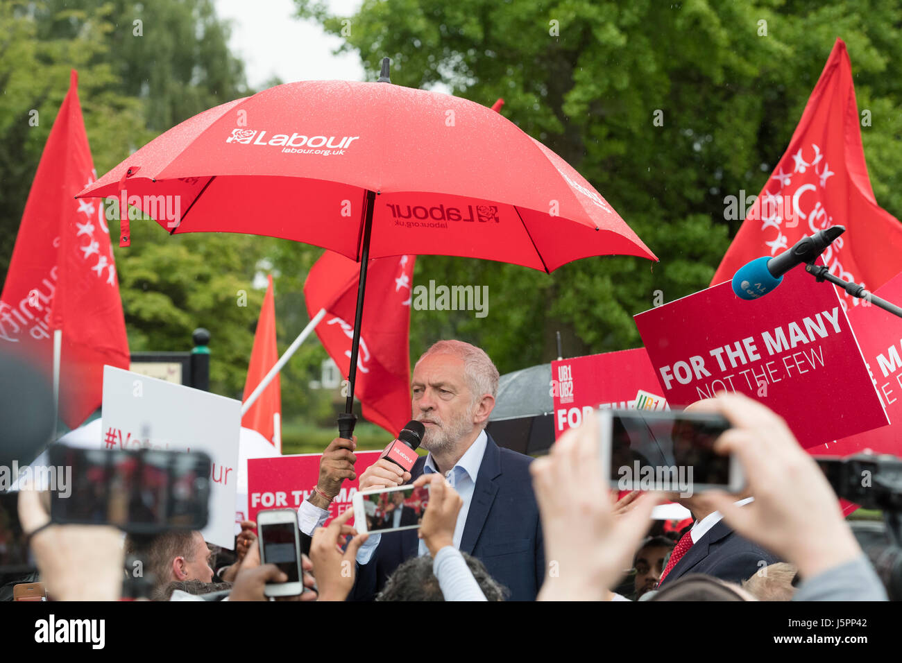 London, UK. 18th May, 2017. Jeremy Corbyn, the Labour party leader, speaking at a general election rally, Manor - Stock Image