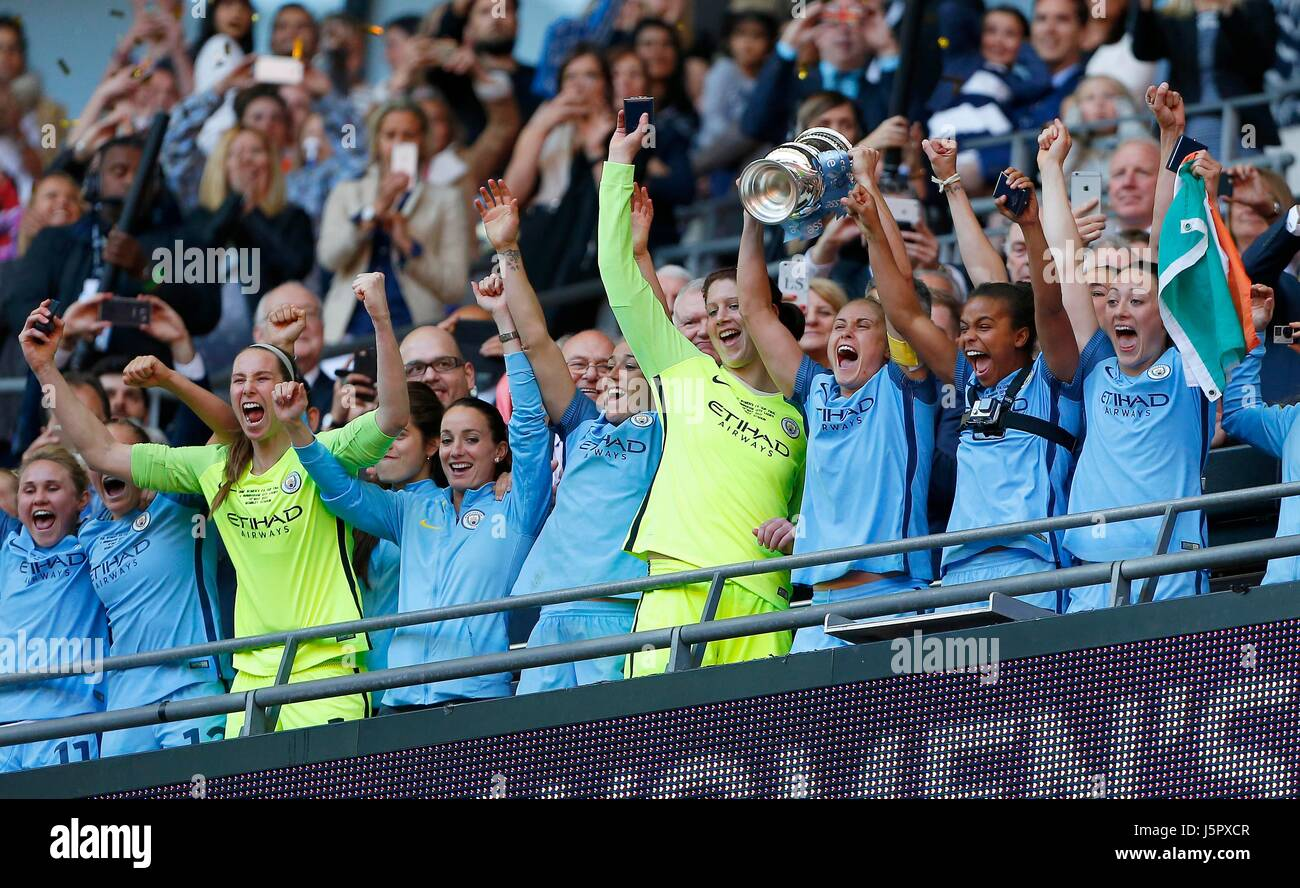 Manchester City captain Steph Houghton lifts the cup after winning the SSE Women's FA Cup Final match between - Stock Image