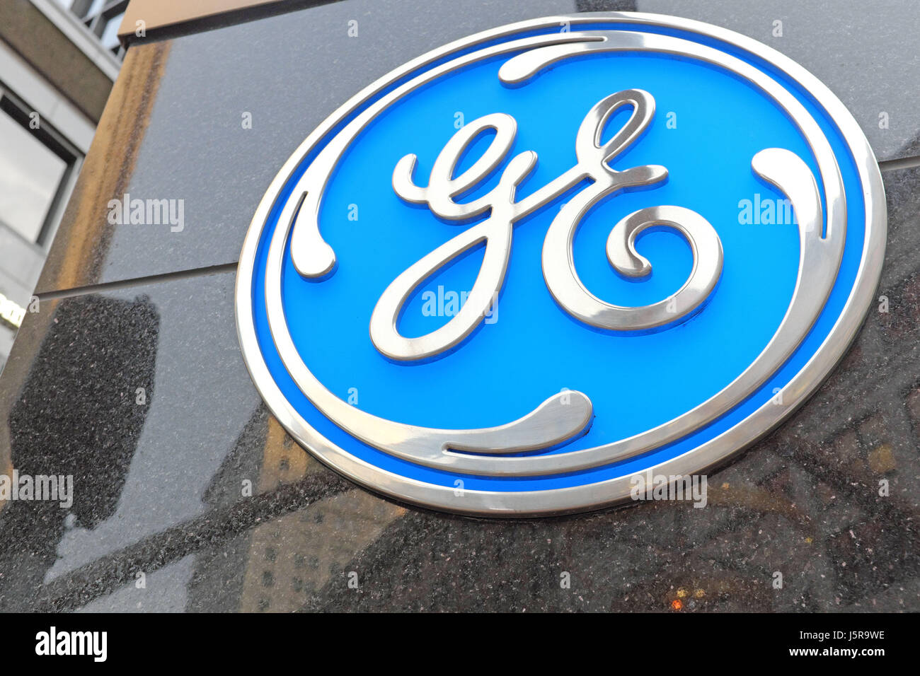 general electric logo on an outdoor marble structure indicating the