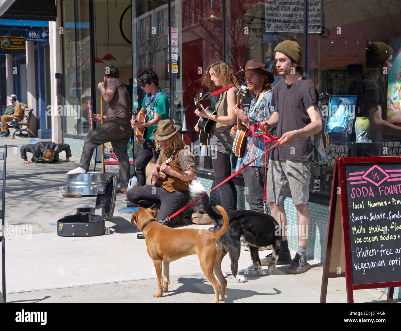 Asheville, North Carolina, USA - March 24, 2017:  Buskers play music for tips on the street in front of the historic - Stock Image