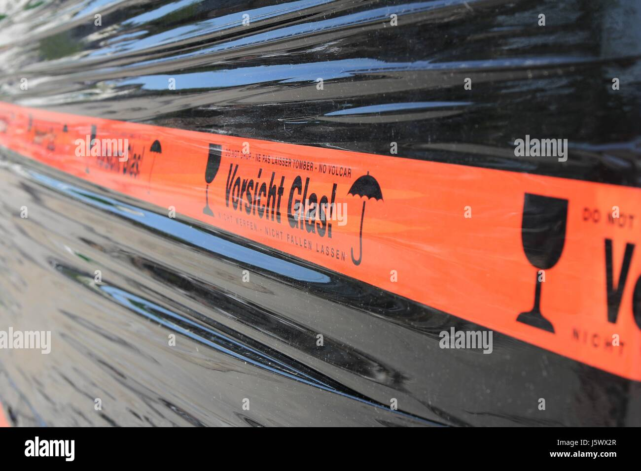 tape at pallet with glas panes - Stock Image