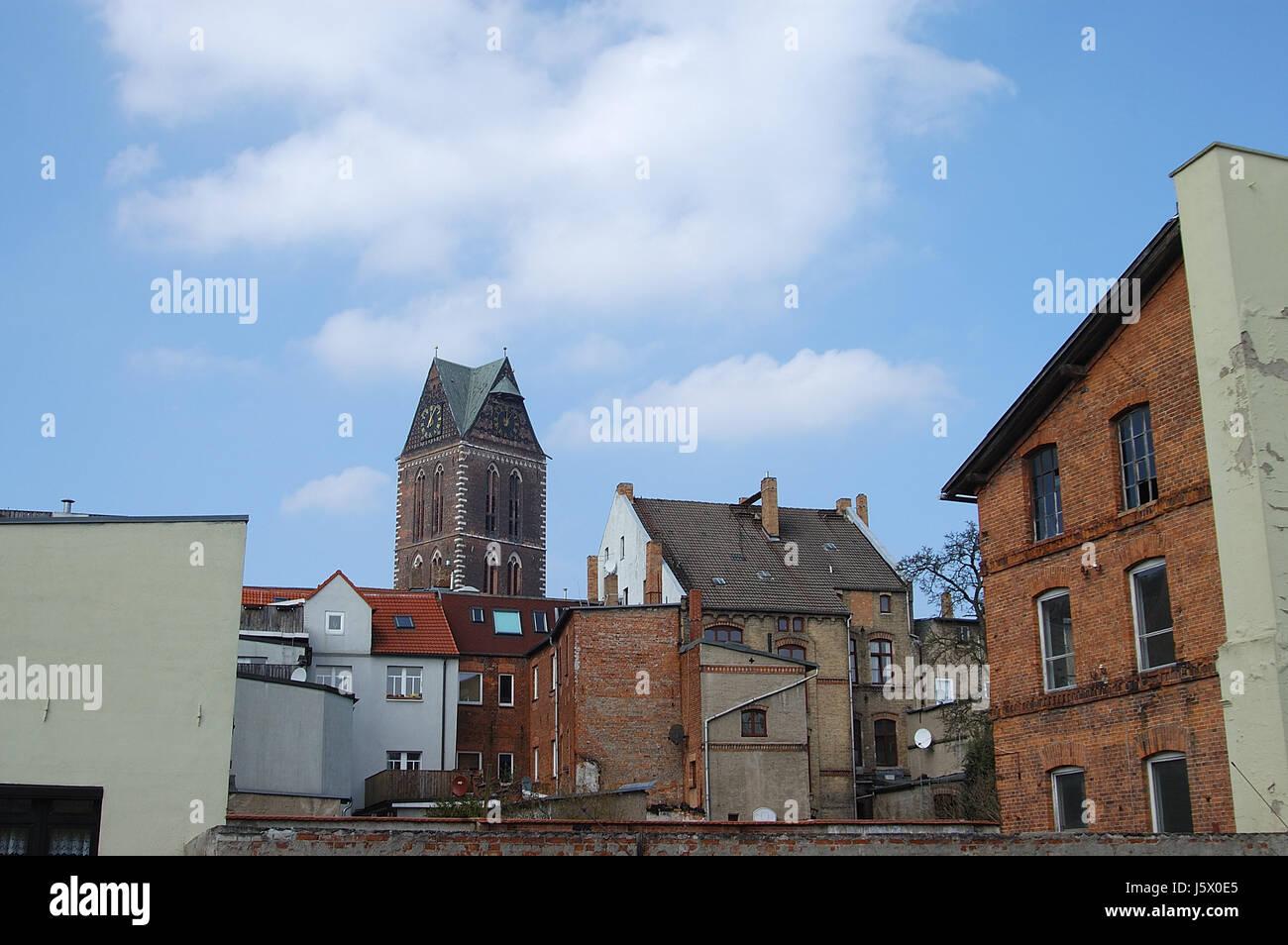 wismar altstadt backyards marienkirche - Stock Image