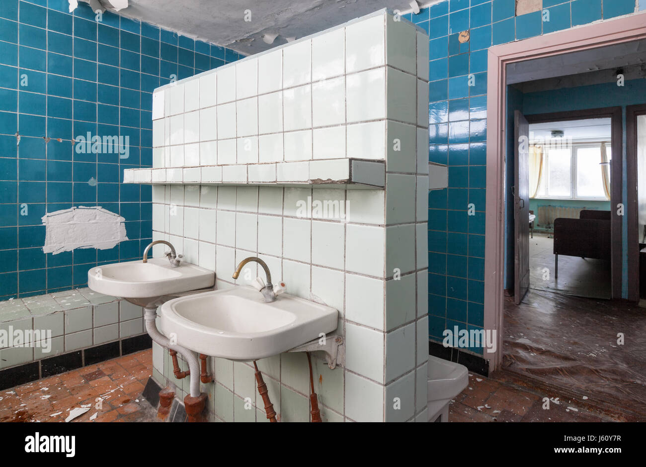 Bathroom with wash hand basin in the abandoned building of the children's pioneer camp - Stock Image