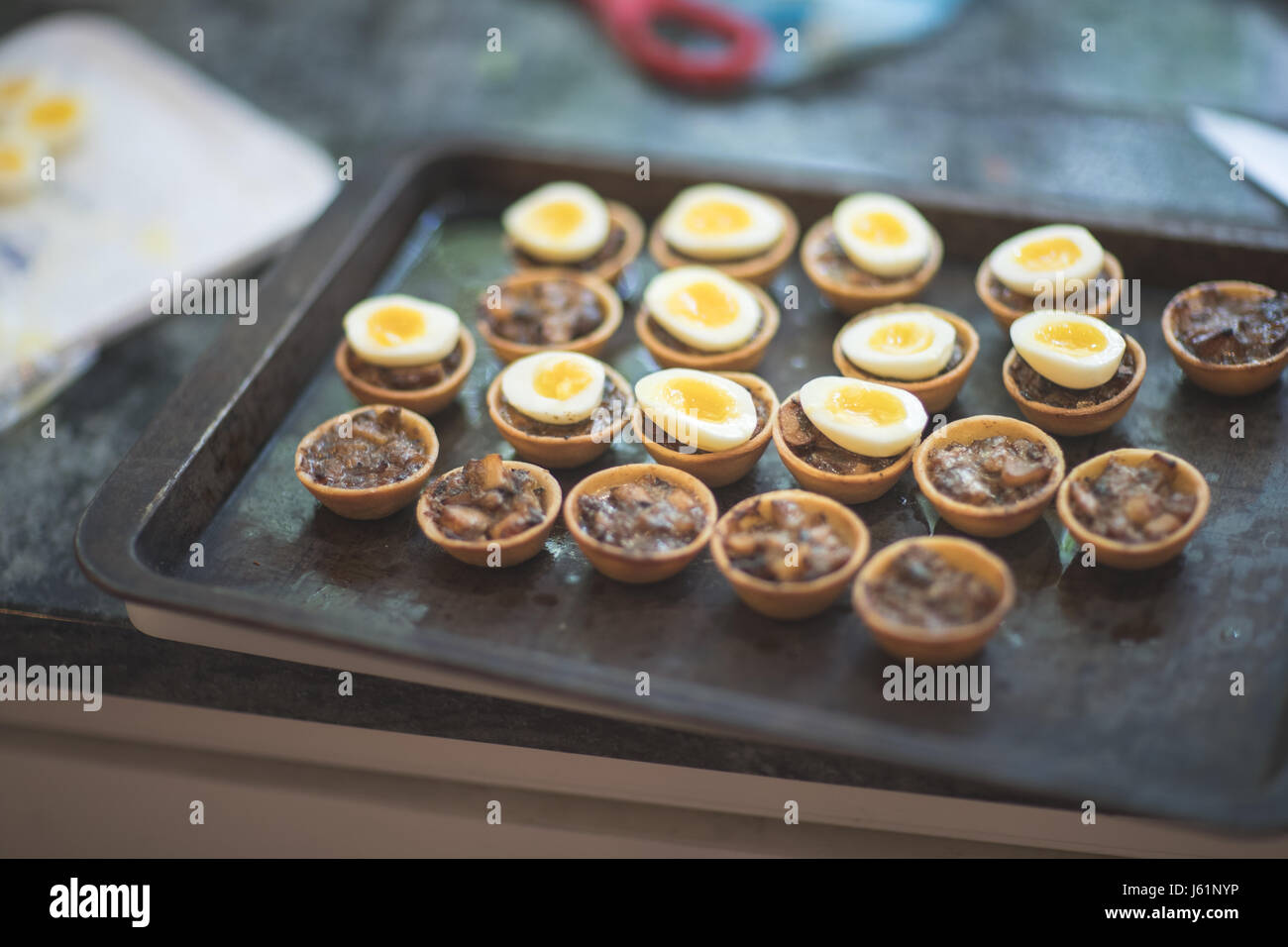 Wedding Reception Canapés: Quail's Eggs with Mince Meet in Pastry shells - Stock Image