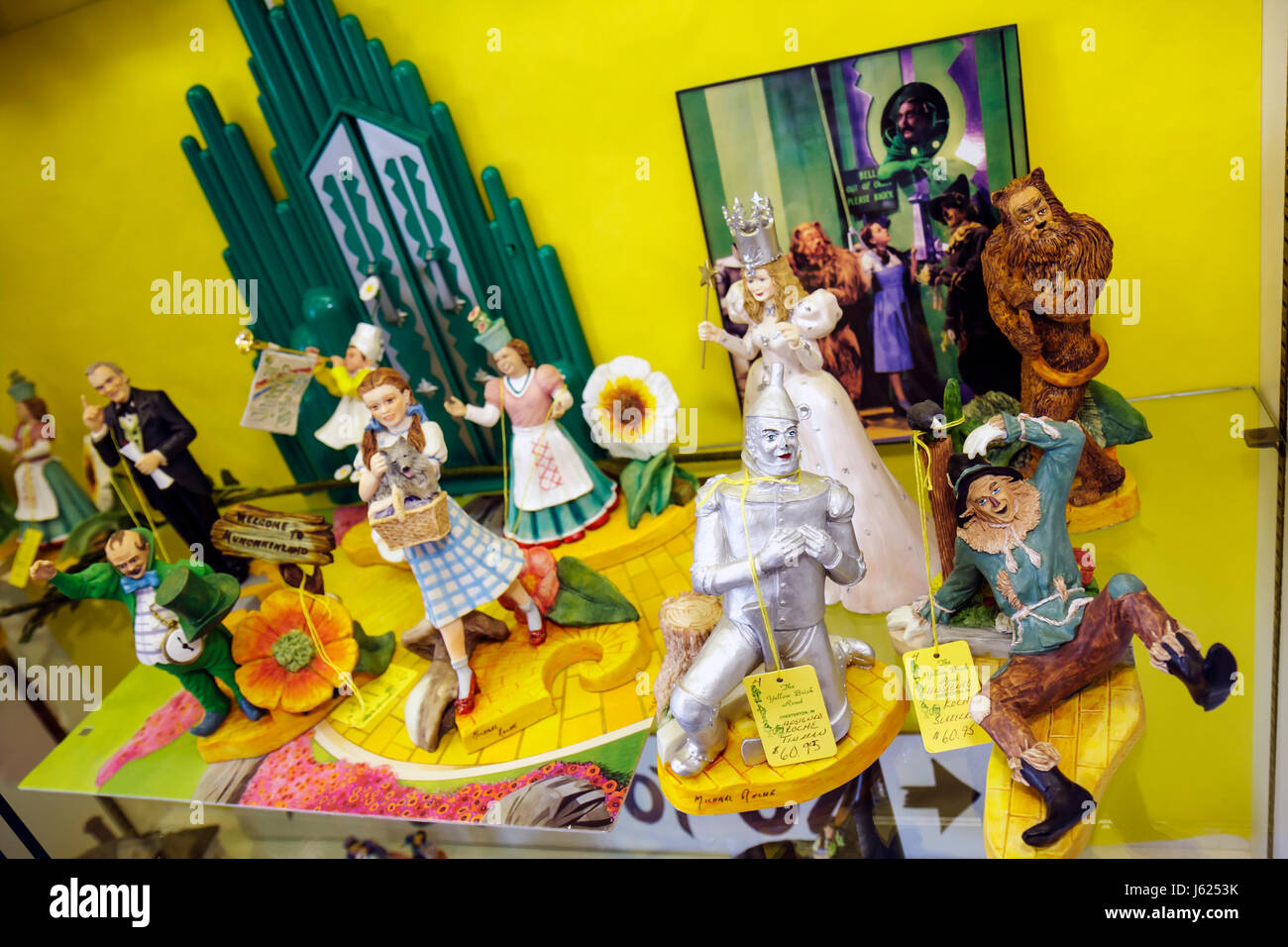 Indiana Chesterton Yellow Brick Road Gift Shop and Wizard of Oz Fantasy Museum figurines collectibles memorabilia Stock Photo