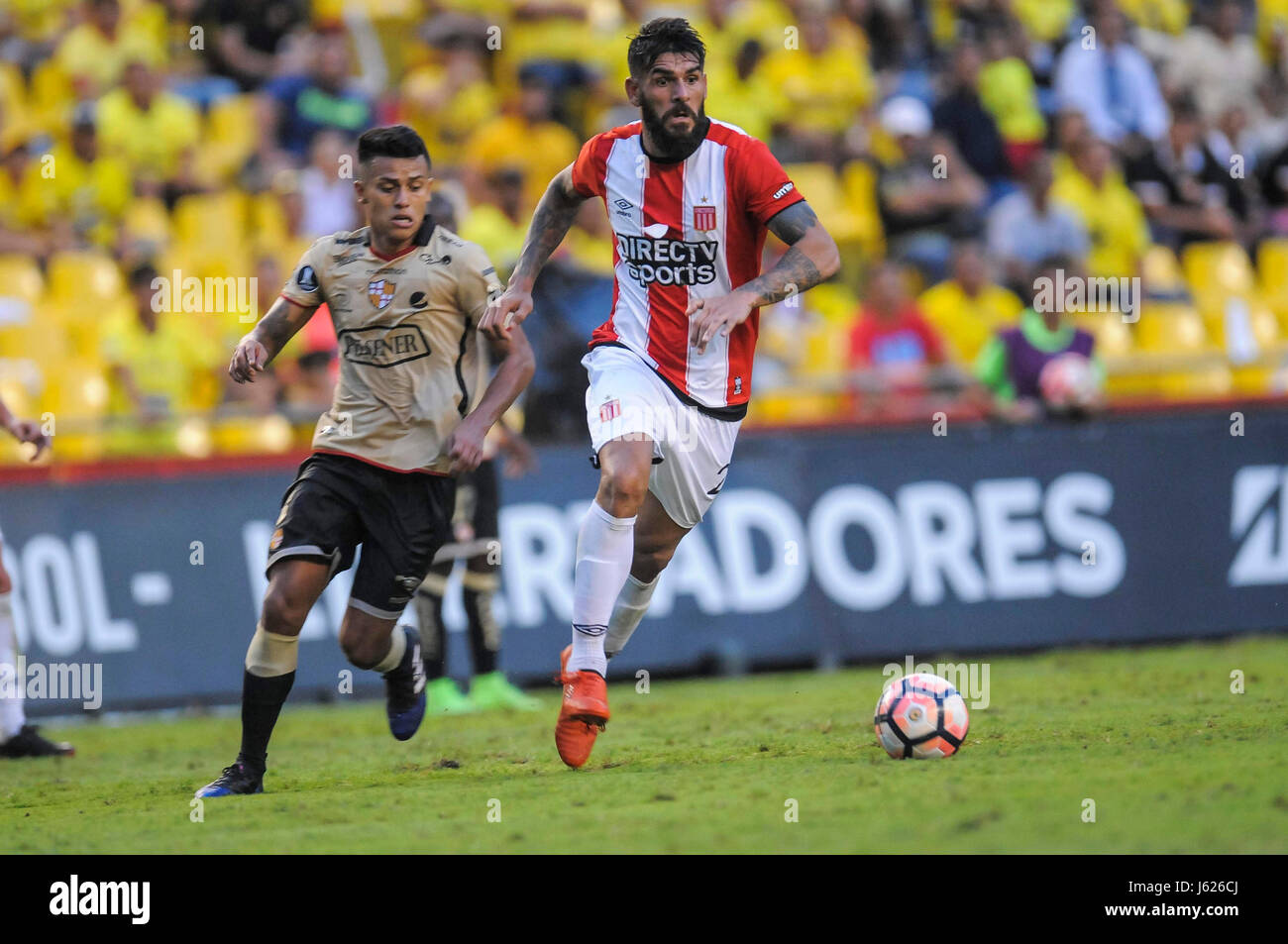 Barcelona Sc S Of Ecuador Richard Calderon L Vies For The Ball Stock Photo Alamy