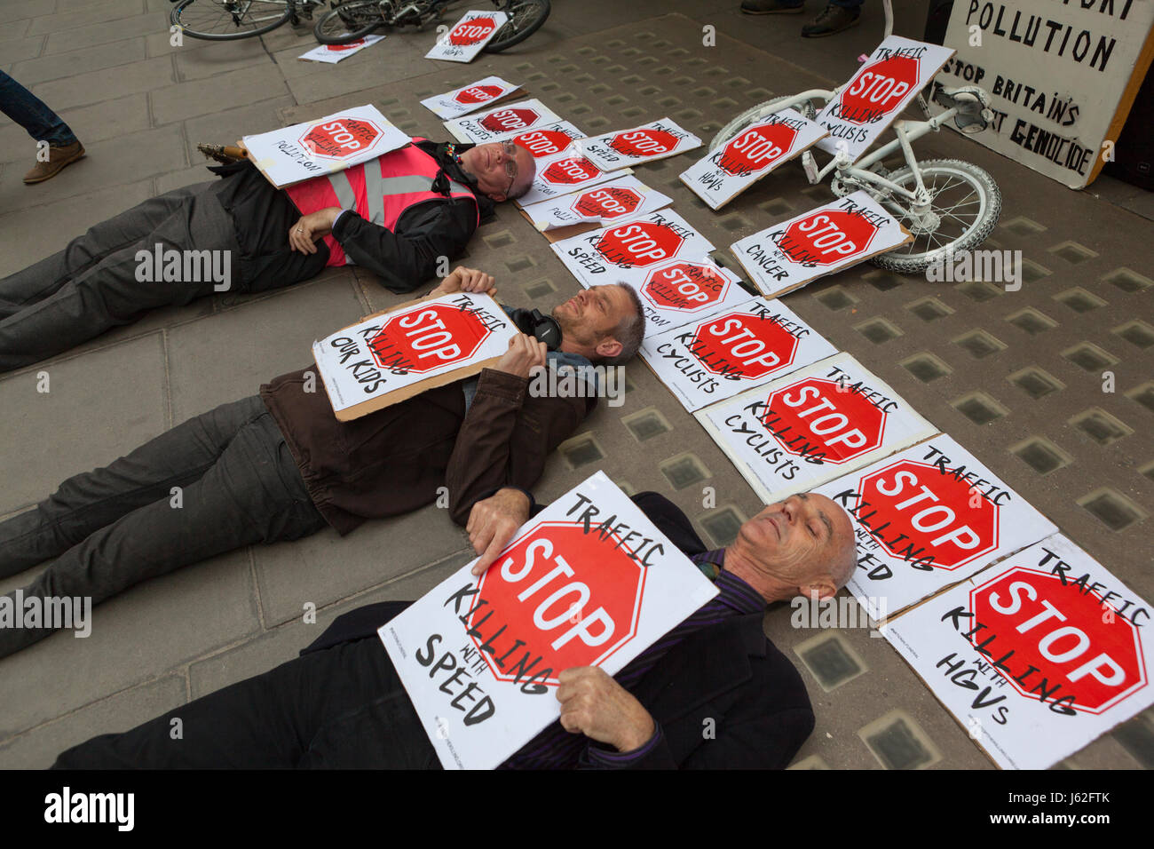 Bike Safety Protest: Westminster, London UK. 19 May, 2017. Cycle safety campaingers stage a die-in outside Labour - Stock Image