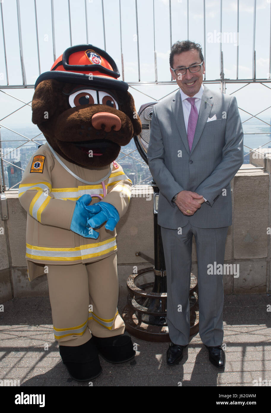 New York, NY, USA. 19th May, 2017. FDNY EMS mascot SIREN and FDNY Commissioner DANIEL NIGRO on the 86th floor after - Stock Image