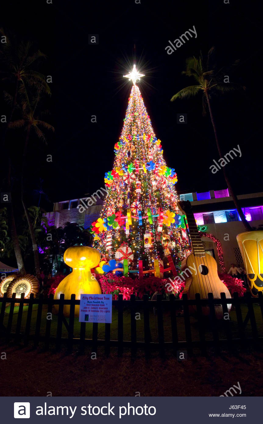christmas lights and decorations at honolulu hale is a major seasonal attraction put together by the