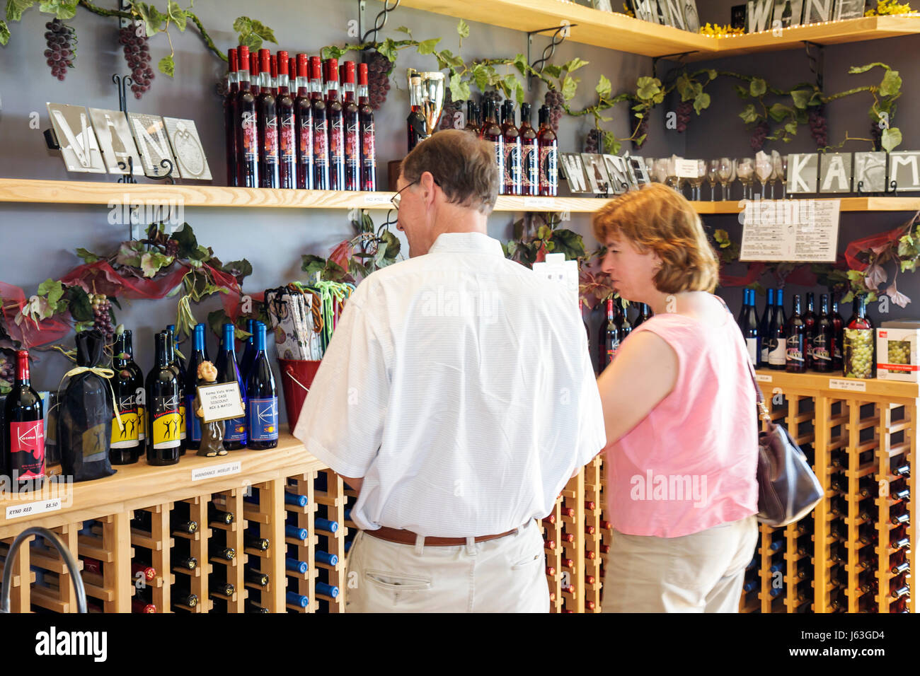 Michigan Coloma Karma Vista Vineyards and Winery grapes farm agriculture estate bottled wine viticulture man woman - Stock Image