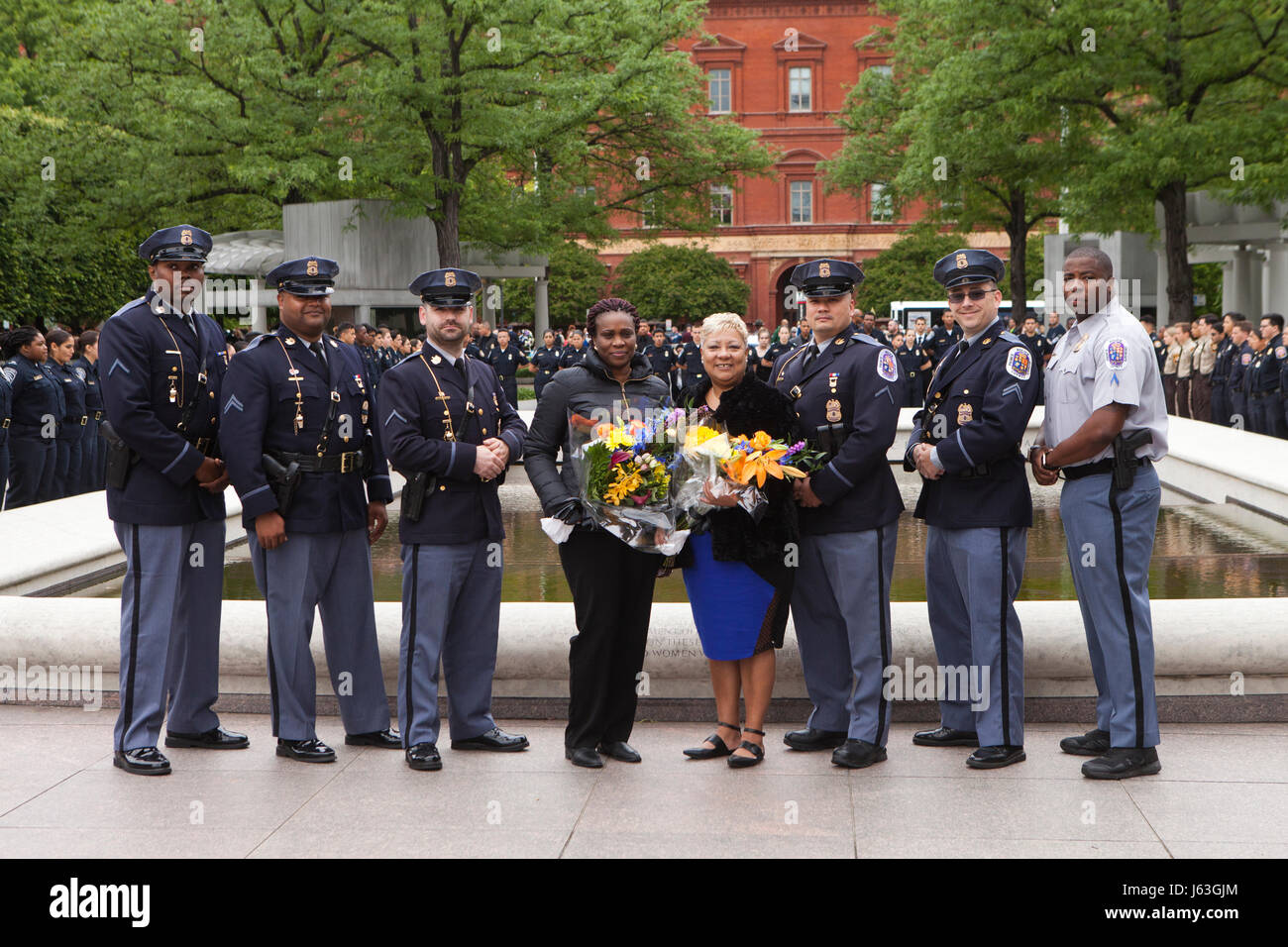 Prince Georges County Police officers and family of fallen officers pose for a group photo in front of the National - Stock Image