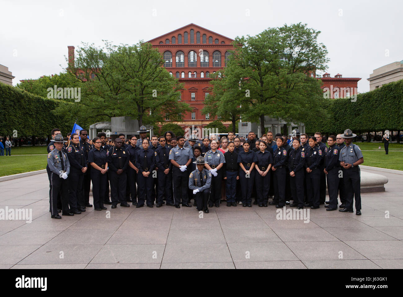 Police Explorers pose for a group photo in front of the National Law Enforcement Officers Memorial - Washington, - Stock Image