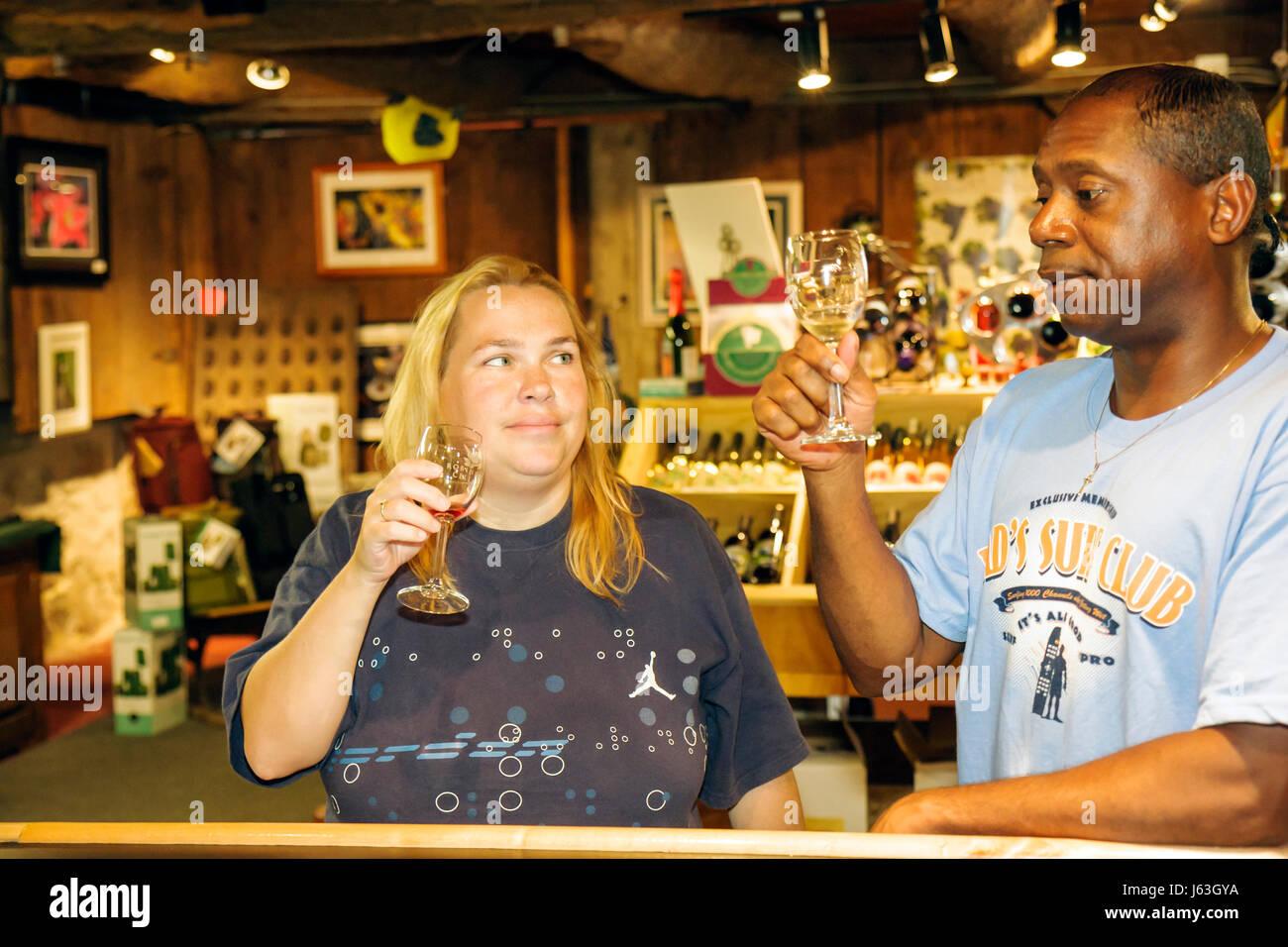 Michigan Grand Rapids Robinette Cellars wine tasting bar Black man woman couple wine sensory experience bouquet swirl white tast  sc 1 st  Alamy & Michigan Grand Rapids Robinette Cellars wine tasting bar Black man ...