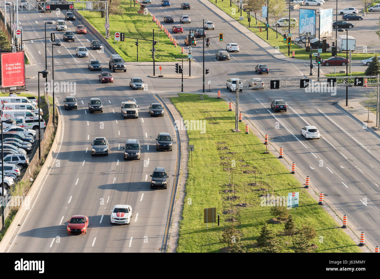 Montreal, CA - 18 May 2017: Heavy traffic moves on Viger Avenue - Stock Image