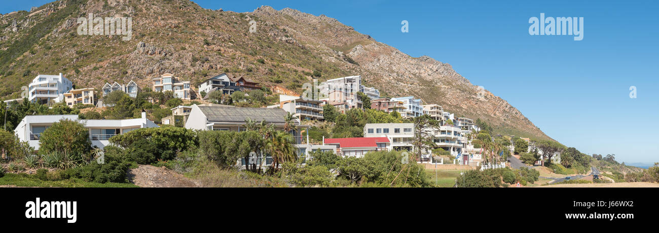 GORDONS BAY, SOUTH AFRICA   MARCH 29, 2017: Luxury Homes Against The  Hottentots Holland Mountains In Gordons Bay Near Cape Town.