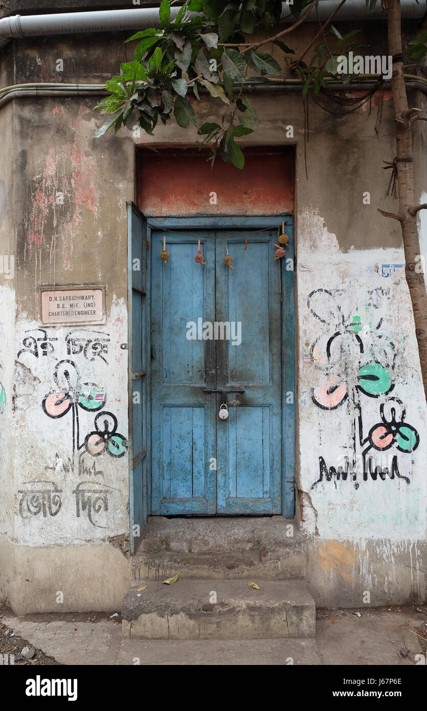 Decrepit door in an old house in Kolkata, India on February 09, 2016. - Stock Image