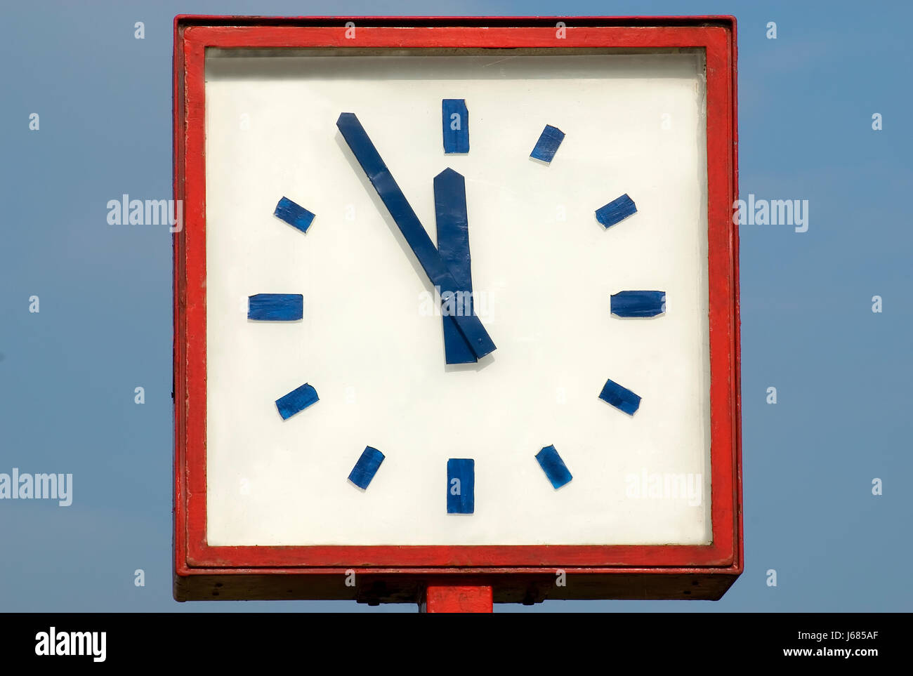 clock time forwards 5 12 torschlusspanik zeitmangel 12 fnf fuenf hchste - Stock Image