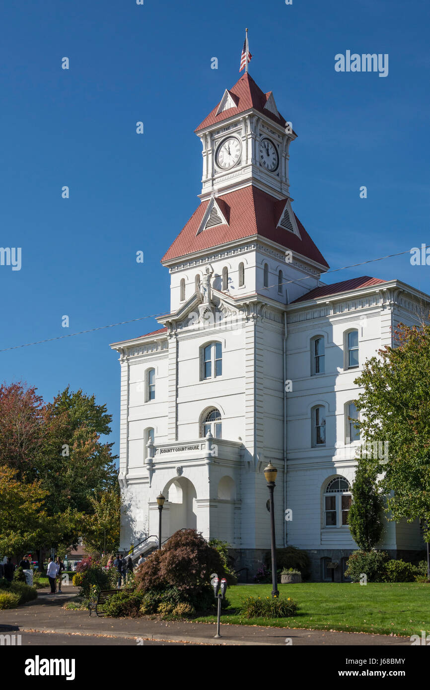 Benton County Courthouse, with clock and Lady Justice statue, in Corvallis, Oregon. - Stock Image