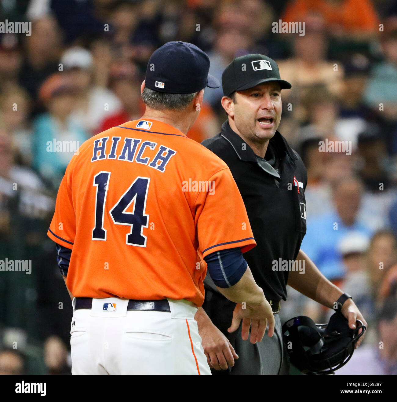 Houston, TX, USA. 19th May, 2017. Houston Astros manager A.J. Hinch (14) argues a call with home plate umpire Jim - Stock Image