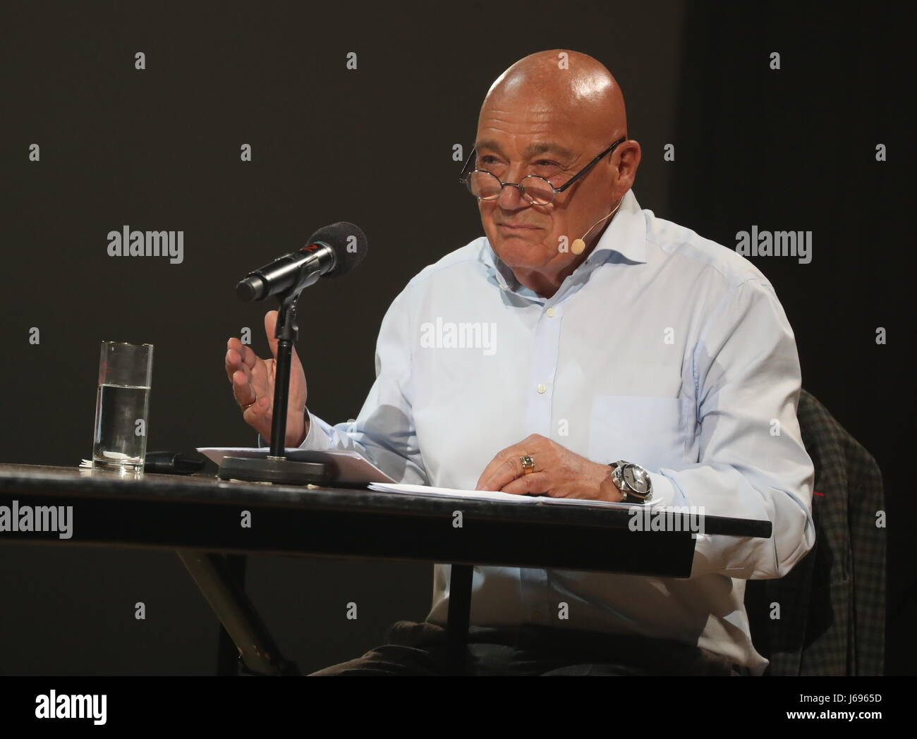 Moscow, Russia. 19th May, 2017. TV presenter Vladimir Pozner as Narrator performs in a play titled 'The Devil, - Stock Image