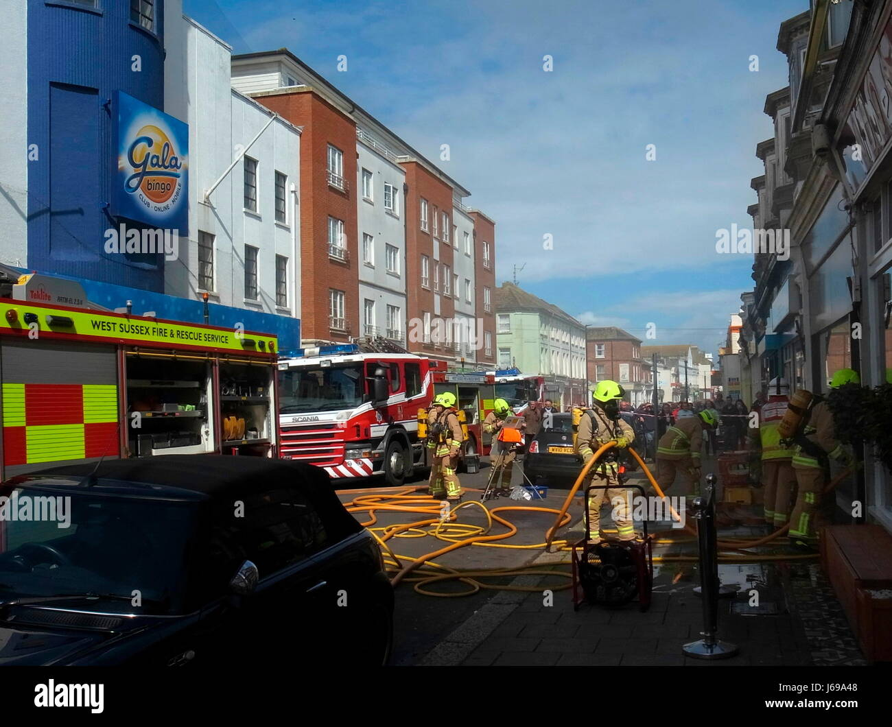 Worthing, England. 20th May, 2017. - Firemen tackle flat fire - West Sussex Fire & Rescue Service tackle a blaze - Stock Image