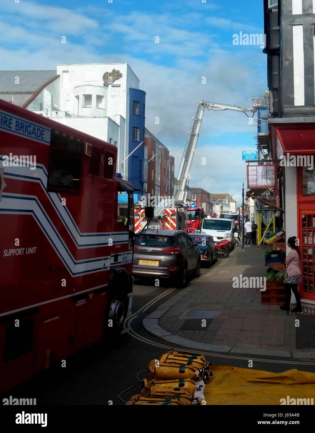 Worthing, England. 20th May, 2017. - Firemen tackle flat fire - West Sussex Fire & Rescue Service firemen tackle - Stock Image