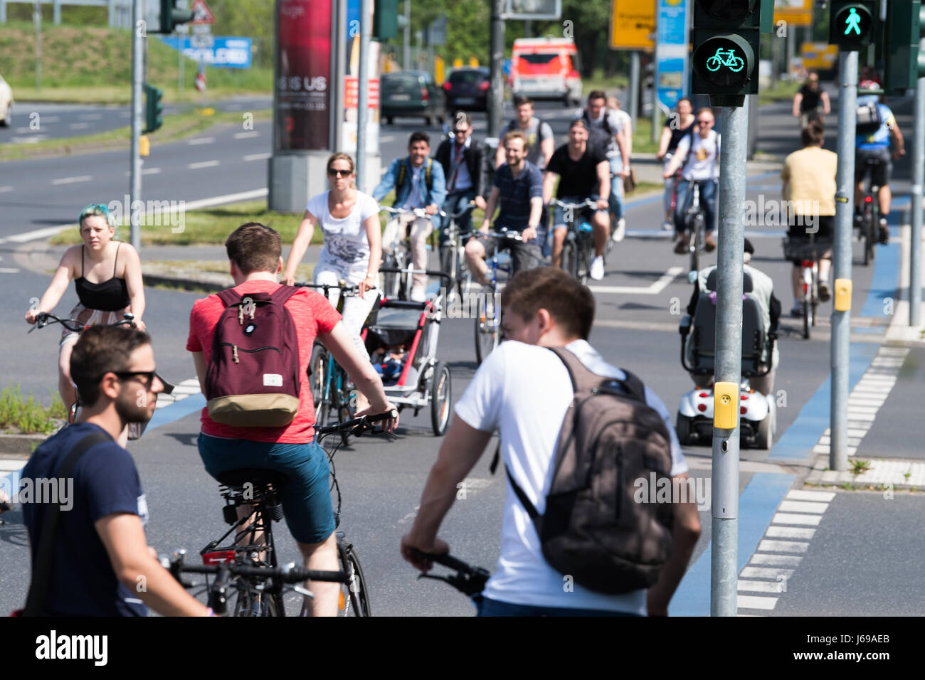 Cyclists make their way along the cycling expressway in Goettingen, Germany, 18 May 2017. Photo: Swen Pförtner/dpa - Stock Image