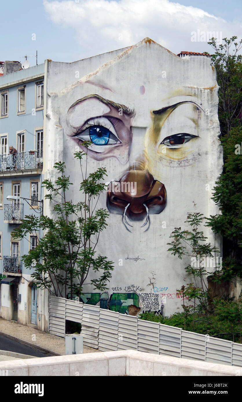 Mural painted on gable wall of house in Rus Suo Benta, Lisbon Portugal - Stock Image