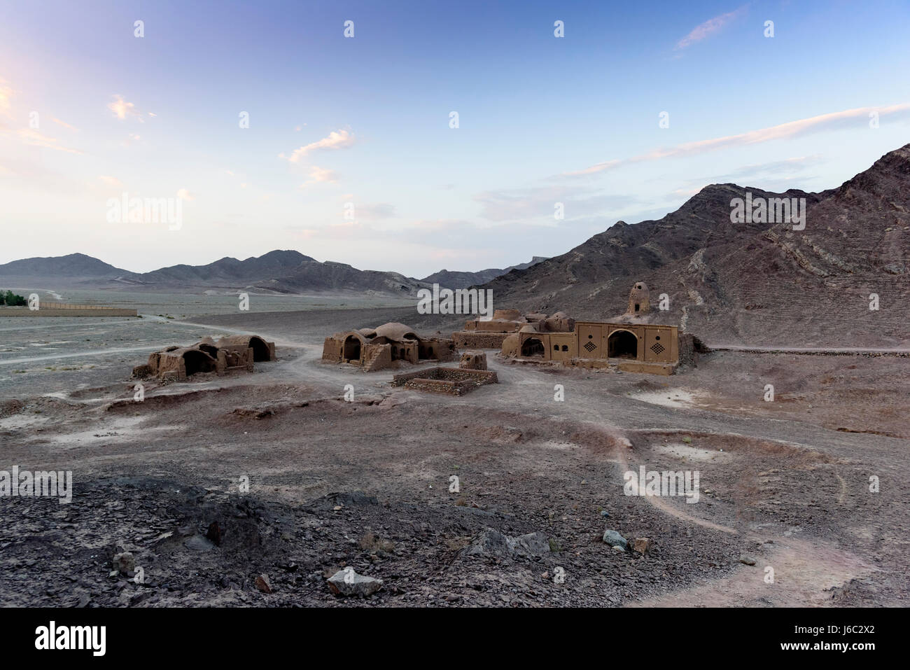IRAN YAZD TOWER OF SILENCE AND VILLAGE Zoroaster - Stock Image