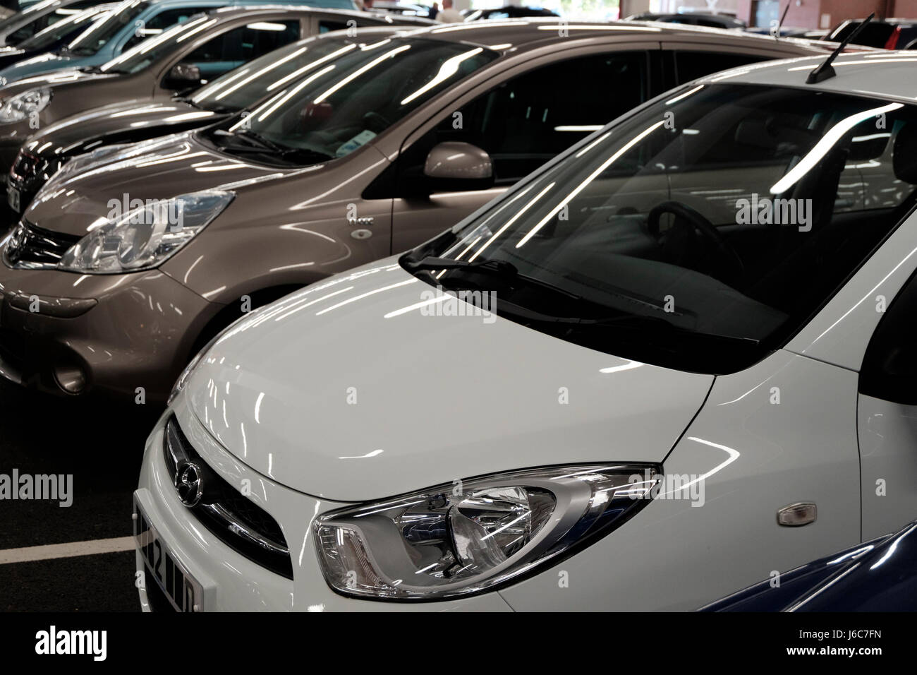 Row Of Cars Stock Photos & Row Of Cars Stock Images - Alamy