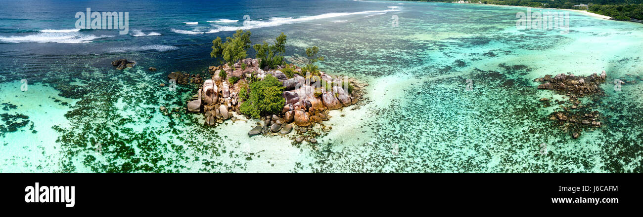 Aerial view of tropical reef, Seychelles - Stock Image