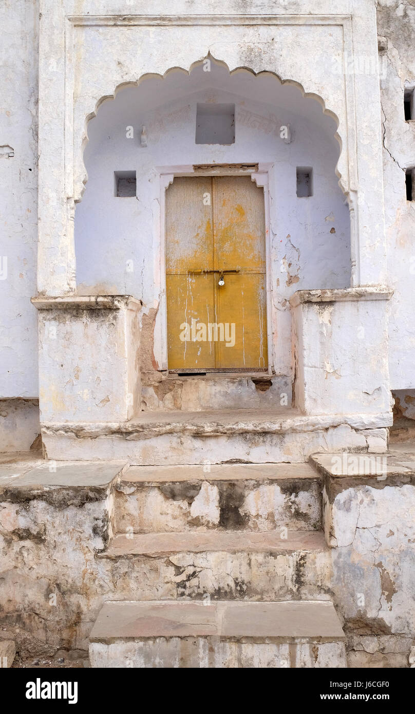 Decrepit door in an old house in Pushkar, India on February 18, 2016. - Stock Image