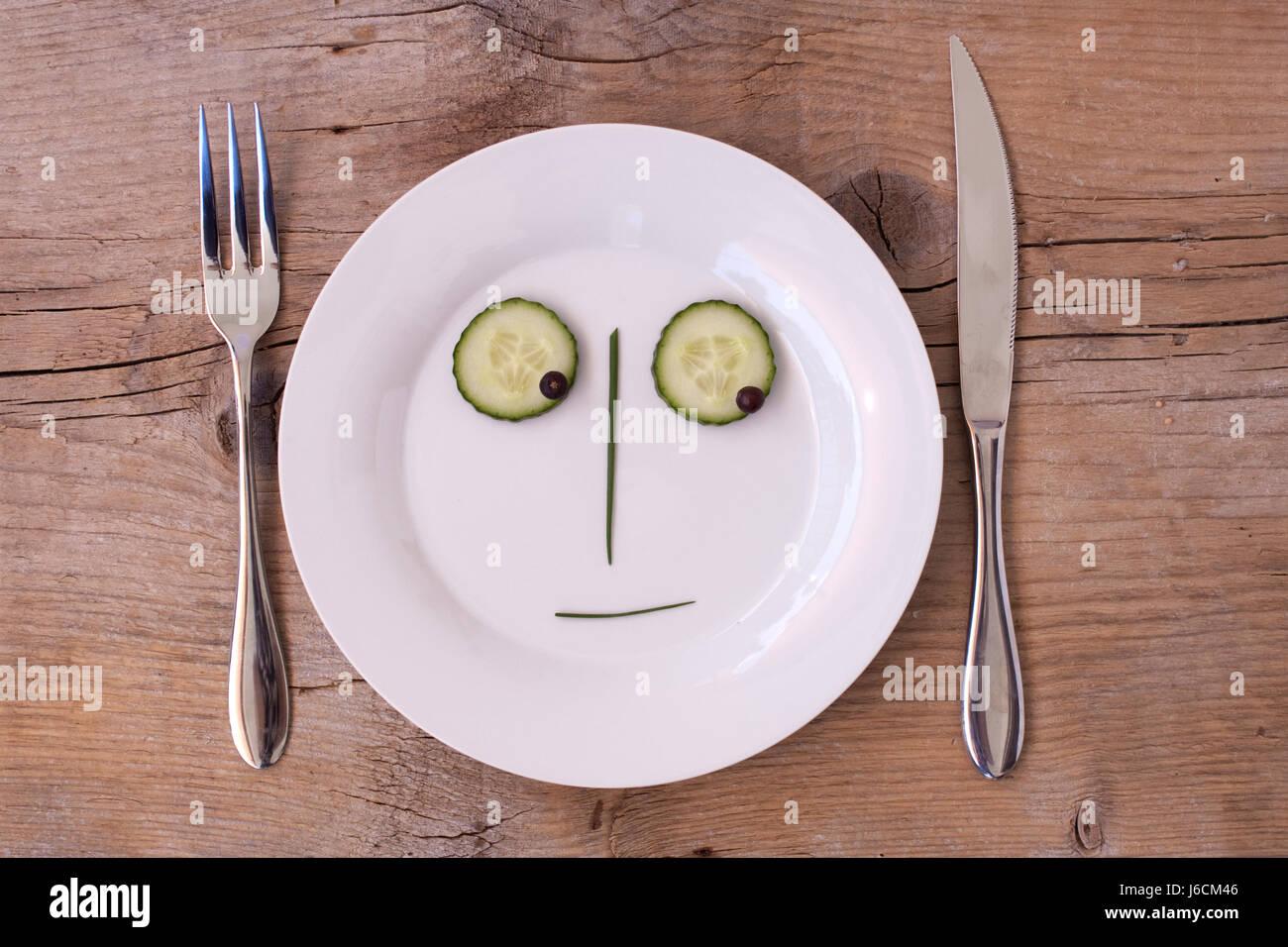 gemse gesicht teller besteck glcklich gemse vegetarisch ausdruck stock photo 141650102 alamy. Black Bedroom Furniture Sets. Home Design Ideas