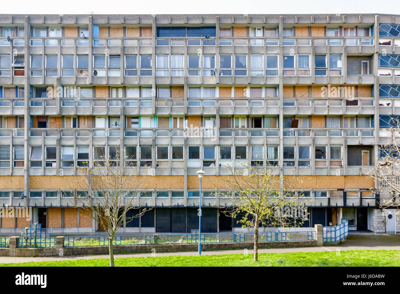Dilapidated council flat housing block, Robin Hood Gardens, in East London Stock Photo
