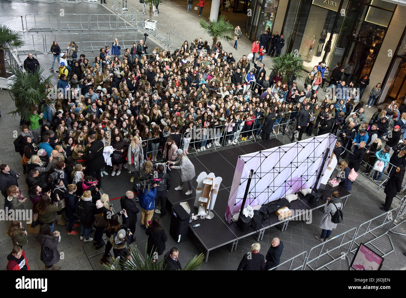 Meet and greet with german musical twins lisa and lena at mall of meet and greet with german musical twins lisa and lena at mall of berlin in mitte featuring atmosphere where berlin germany when 19 apr 2017 credit m4hsunfo