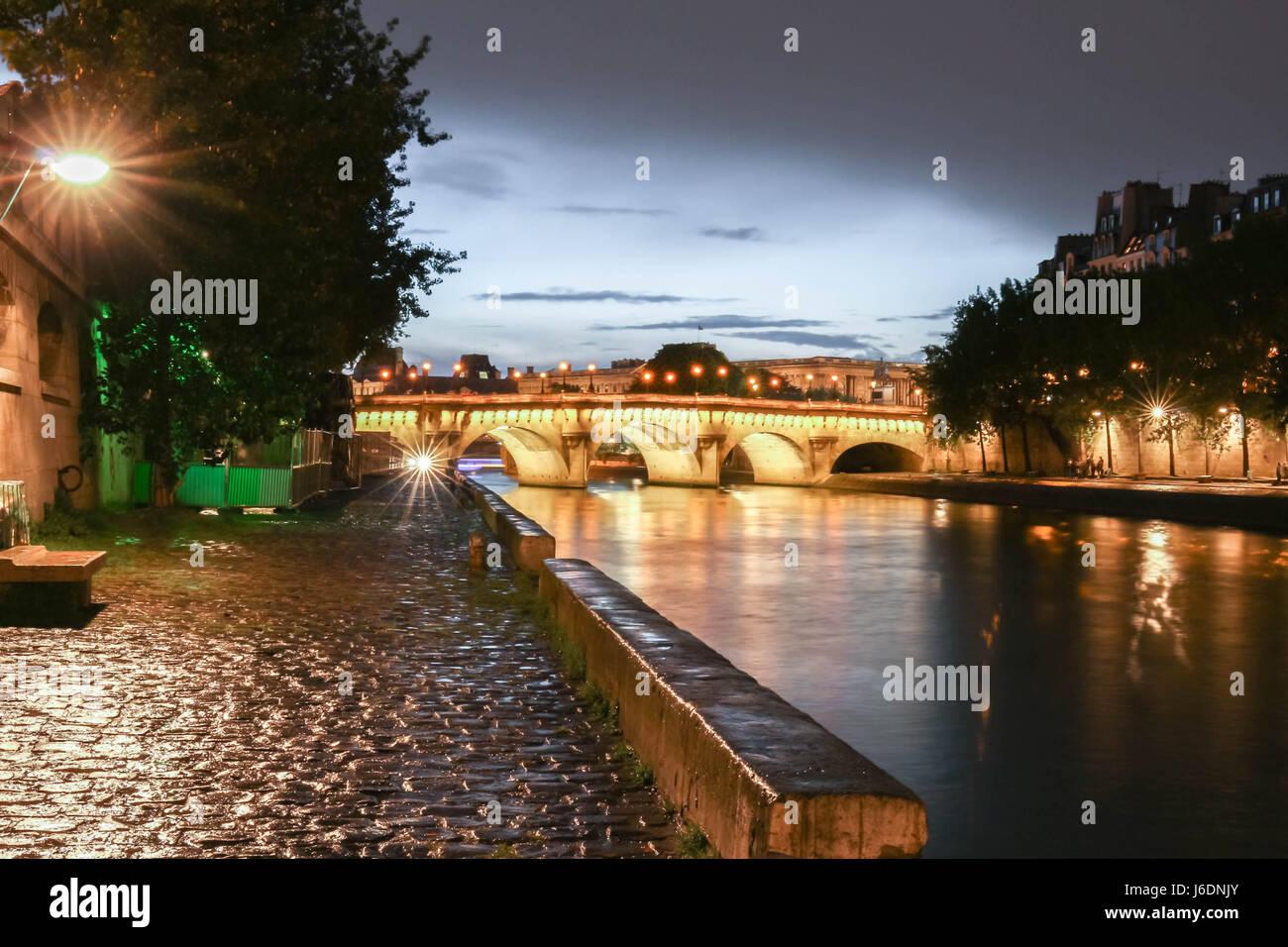 The Pont Neuf (Neuf Bridge) of Paris at dawn. - Stock Image