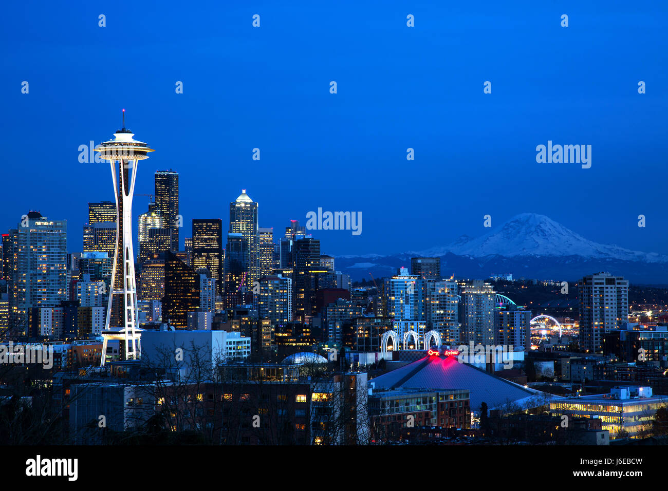 Seattle skyline with the Space Needle and Mt. Rainier - Stock Image