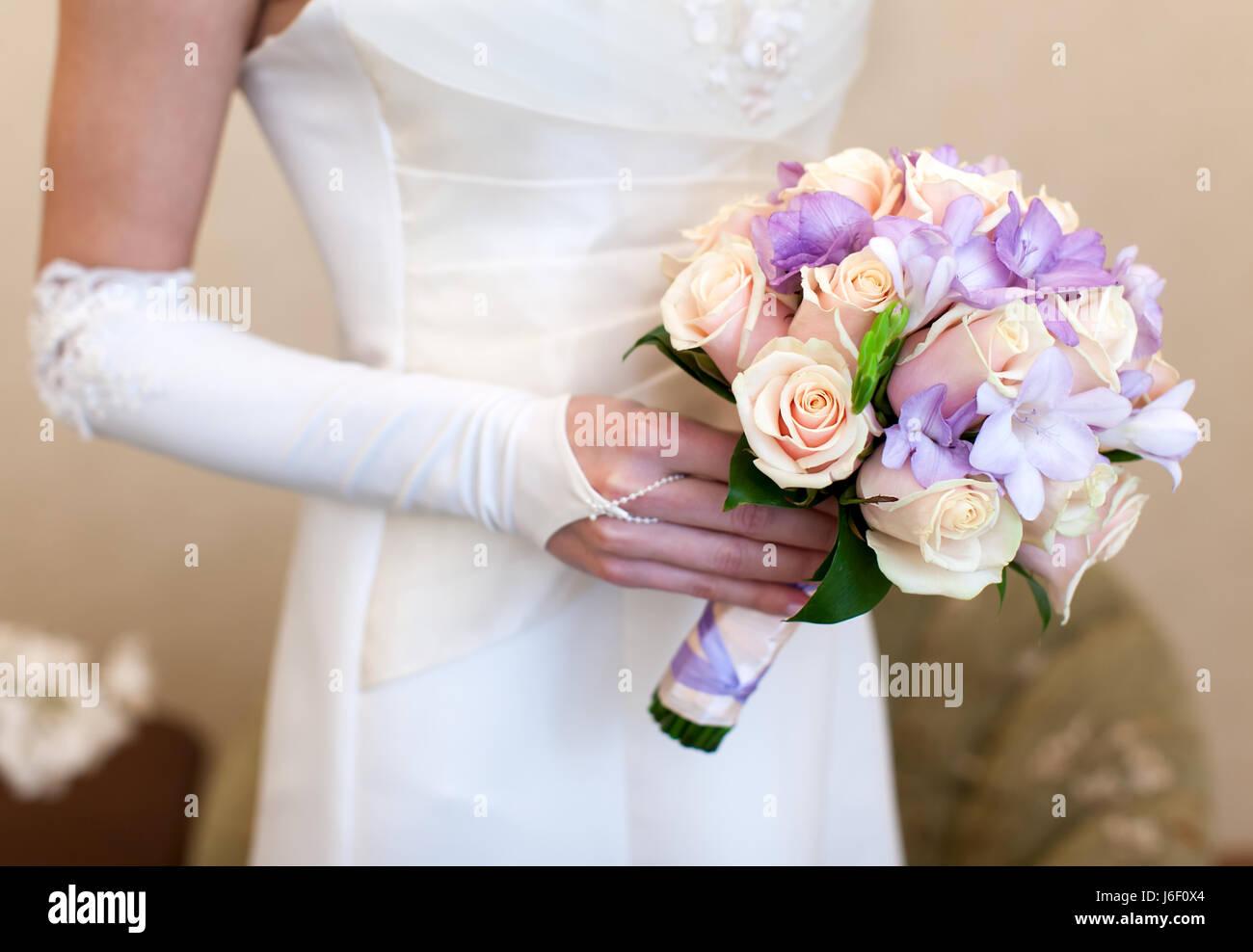 Bouquet Sposa Iris.Irises And Roses Stock Photos Irises And Roses Stock Images Alamy
